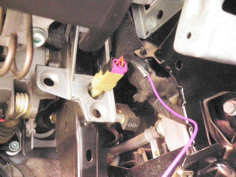 Установка датчика экстренного торможения - подключение к концевику педали