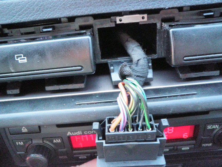 Установка датчика экстренного торможения - снятие кнопки аварийки